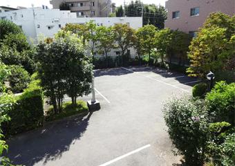 医院敷地内に駐車場50台完備しています